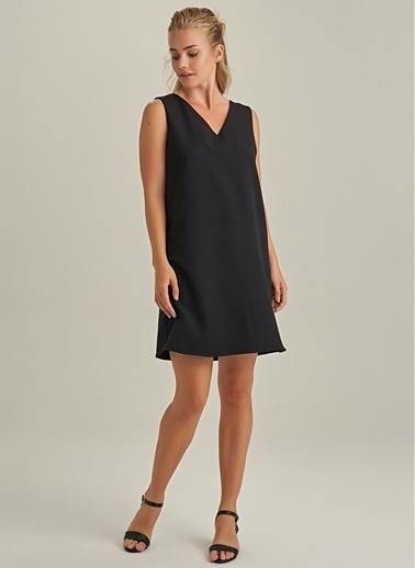 NGSTYLE Arkası Zincir Detaylı Mini Elbise Siyah